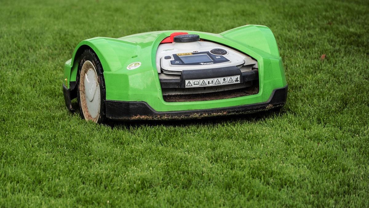 Les robots tondeuses où l'art de tondre son jardin en toute autonomie